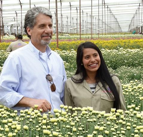 Embajador de Estados Unidos visitó a floricultora