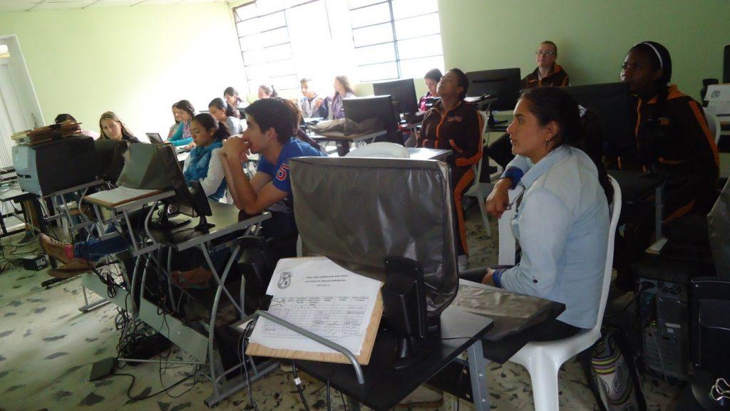 El campesino que capacita Coredi en Antioquia realiza los cursos de Escuelas Digitales Campesinas